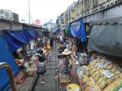 タイ国鉄で行くメークローン市場弾丸往復