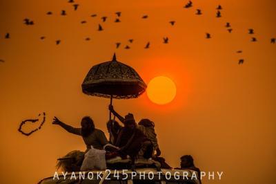 <インド・クンブメーラ>ヒンドゥー教最大の祭典、サドゥーの圧巻な行進と沐浴!