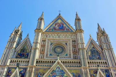 オルヴィエート~ 期待をはるかに超えた! 華麗で威風堂々としたドゥオーモ,ミケランジェロが賞賛したとの圧巻のフレスコ画