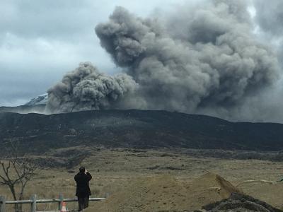 阿蘇噴火 こんなに近づいていいのだろうか?