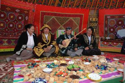 アルタイ山脈で守り抜かれたカザフ伝統のイヌワシ狩り文化 ・カザフ伝統のイヌワシ狩り文化8日間