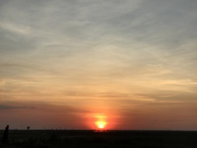 地平線に沈む夕日のスポット