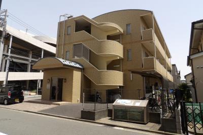 丸屋根の3階建て建物(横浜市泉区中田西1)
