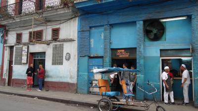 20年冬◆初めての中米・キューバの旅 2 小さなお店がたくさん並ぶハバナの旧市街を歩く