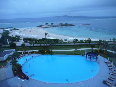 梅雨の沖縄で温泉と景色に癒されて