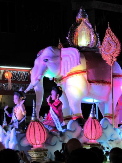 タイ4大王朝縦断の旅⑨ 山車パレードが彩るチェンマイ「イーペン祭り」の夜