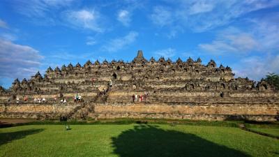 ジャワの休日(2) 朝日の中のボロブドゥールとパウォン・ムンドゥッ両寺院