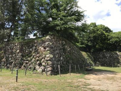 岐阜県の城跡巡り:加納城跡、住宅街の中に土塁に囲まれた本丸跡が
