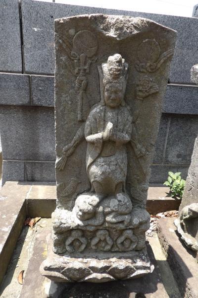 四切公園並びの墓地中央入口下の庚申塚(横浜市港南区港南台2)
