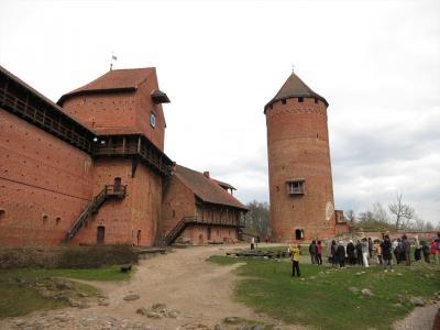 バルト3国8日間の旅(5)トゥライダ城を観光後、エストニアのタリンへ