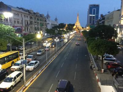 ヤンゴンは新しい建物が建ち活気が溢れていた