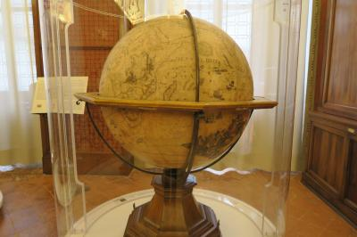二度目のベルガモ! ヴェッキア広場にある図書館の地球儀