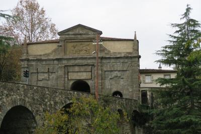 二度目のベルガモ! ヴィコロ・アクイラネラの遺跡からカッラーラ絵画館へ