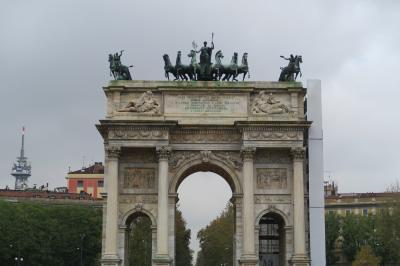 雨のミラノは美術館に行こう! 巨大な平和の門と広すぎるセンピオーネ公園