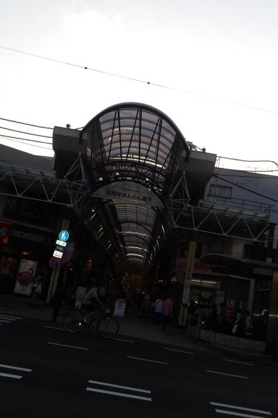 市営地下鉄ブルーライン弘明寺駅前の丸屋根(横浜市南区通町4)