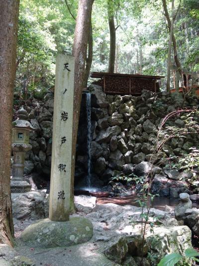 恵利原の水穴(天の岩戸)は環境省選定の名水百選のひとつです。