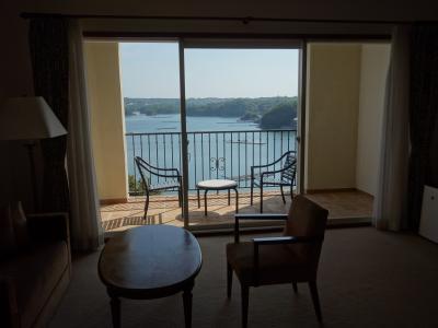 英虞湾を眼下に見るお部屋でのんびりと。