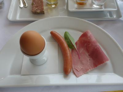ホテルで朝食。優雅にのんびりと。
