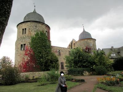2019年ドイツのメルヘン街道と木組み建築街道の旅:23メルヘン街道の代表はいばら姫とラプンツェル(髪長姫)の古城でしょう。
