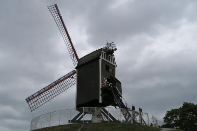 水の都ブルージュ 11.「ブルージュの風車と十字の門」