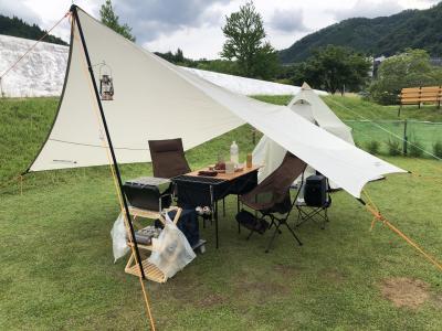 ダムの前でキャンプ!