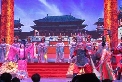 2019秋、中国旅行記25(11/34):11月18日(9):西安(9):唐歌舞ショー、長安の都、宮廷舞踊、皇帝と后、軍隊