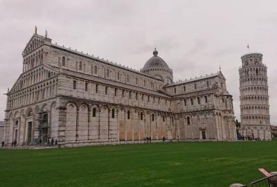 イタリア・ピサ 「ピサの斜塔 ドゥオーモ 洗礼堂」~ロマネスク様式 ピサの斜塔~