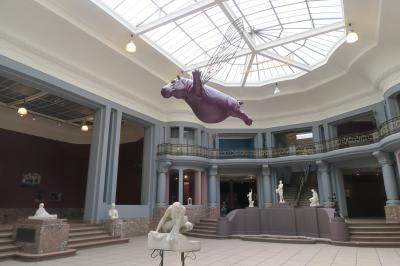 フランス揺籃の地~トゥルネーの街歩き5. 空飛ぶ豚に驚いた?「トゥルネー美術館」