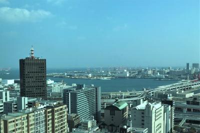 神戸市役所展望ロビーと布引の滝