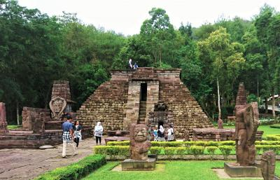 ジャワの休日(6) ラウ山麓に建つ神秘の寺院 チュト、スクー寺院