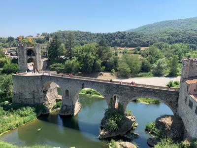 ベザルー_Besalú シンボリックな中世の橋!中世カタルーニャ都市計画の貴重なサンプルとされている町