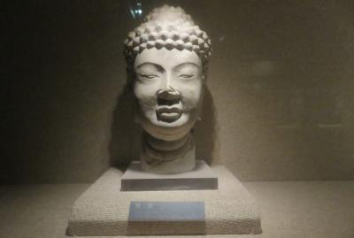 2019秋、中国旅行記25(25/34):11月20日(2):西安(12):西安博物院(2):仏像頭部、観音像、菩薩像、臥獅像