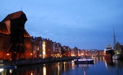 眩い琥珀の祭壇 聖ブリギダ教会 や 開戦の地 ヴェステルプラッテ に 美味しい市場 / グダニスク(Gdańsk) 観光ガイド