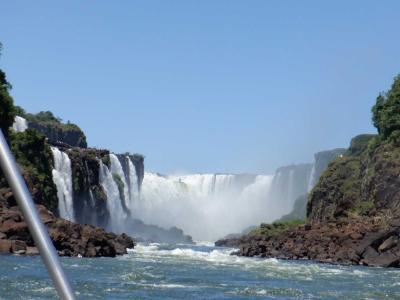 イグアスの滝アルゼンチン側☆ド迫力の滝に突っ込むボートで水浸し