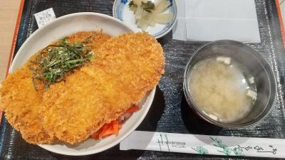 秩父市で名物のわらじかつ丼を食べました。