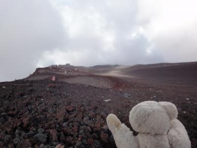 目指せ、国内3000m級22峰踏破!<1-5>富士山登頂 須走口八合目~九合目 もはや一本の草もない八合五勺(8.5合目)付近!