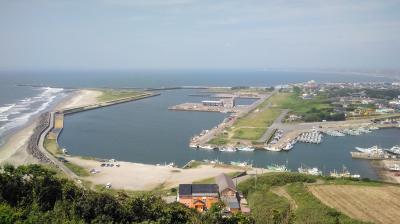 飯岡漁港で釣り・・親水防波堤でイシモチが釣れています。