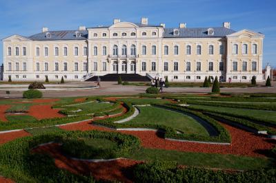 バルト3国とちょっとだけヘルシンキ8日間の旅 7.ルンダーレ宮殿を観光後、エストニアのタリンへ