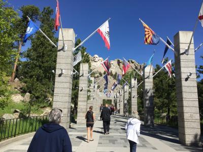 サウスダコタ州 マウント ラッシュモア国立記念公園 - アベニュー オブ フラッグス