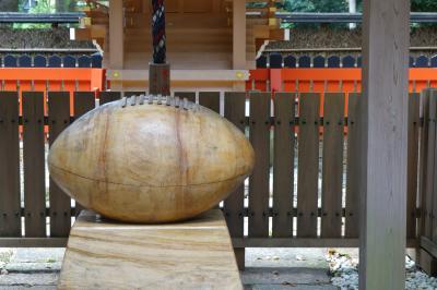20200801-2 京都 糺の森散歩とか、下鴨神社とか…ラグビーボール?がこんなとこに