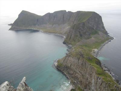 ロフォーテン諸島からフェリーで行くVærøy【ハイキングと散策】