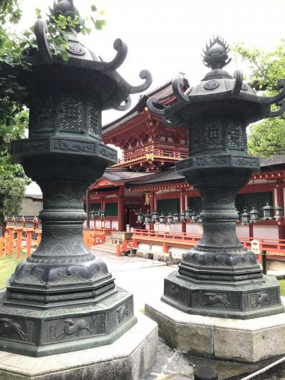 奈良時代創建、1300年の歴史を持つ全国に約1000社ある春日神社の総本社。多数の国宝、重文がある世界遺産。