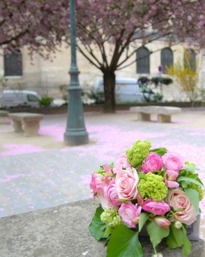 Paris * サン・ジェルマン・デ・プレ教会~花束とパリの街