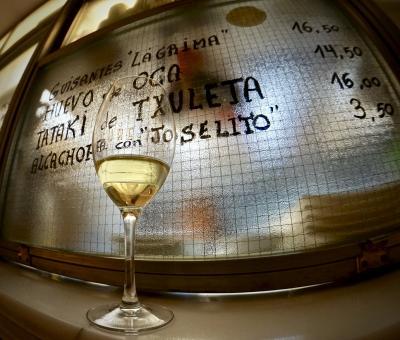 美食の街:バスク地方を巡るBARで「ほろ酔いグルメツアー」(ピンチョス巡り2軒/新広場/ビルバオ/31年ぶりのスペイン)