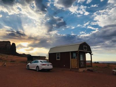 アメリカ中西部3州ドライブ12日間⑧B&B素敵朝食からの、超真っ直ぐな道からのナバホ族エアビー