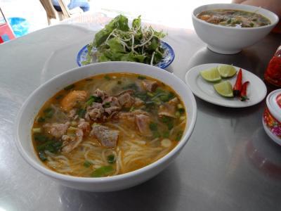 2019年の夏休みはとりあえずベトナムでも/フエ駅から歩いてナイスフエホテルに移動し、久し振りにブンボーフエを食べました。