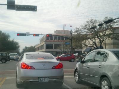 テキサス州 ダラス ー 高級ショッピングセンターのハイランド パーク