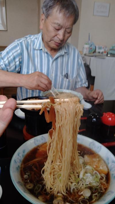 釧路 「ゲストハウスさかみち散歩」、釧路拉麺「銀水」