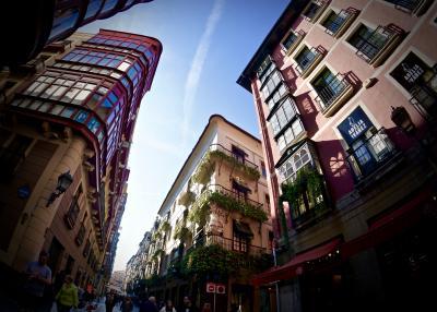 美食の街:バスク地方を巡るBARで「ほろ酔いグルメツアー」(ビルバオいち長いエスカレーター/ビルバオ/31年ぶりのスペイン)