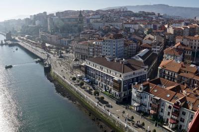 美食の街:バスク地方を巡るBARで「ほろ酔いグルメツアー」(旧市街地からホテルまで歩いて戻る/ビルバオ/31年ぶりのスペイン)